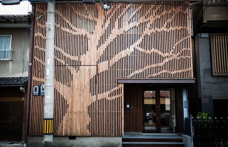 Minsyuku  Suikawa's front door.