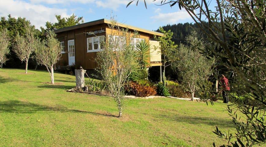 Tahikaka Olives & Homestay - Whangarei  - Cabin