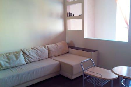 Квартира с евроремонтом и шикарным - Novomoskovs'k - Flat