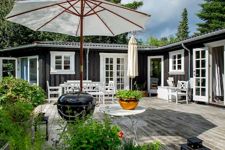 Beautiful cozy  Cottage, only 300m to the beach - Dronningmølle - Cabane