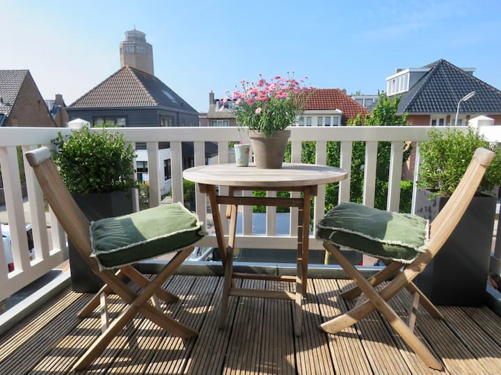 Welcome to Sunset, a cozy 2 person apartment on the 1st floor of Casa duna in one of the most beautiful streets of Zandvoort.