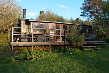 Sommerhus tæt på vandet - Kalundborg - Blockhütte