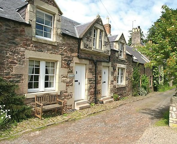 Cottage with loads of character - Longformacus