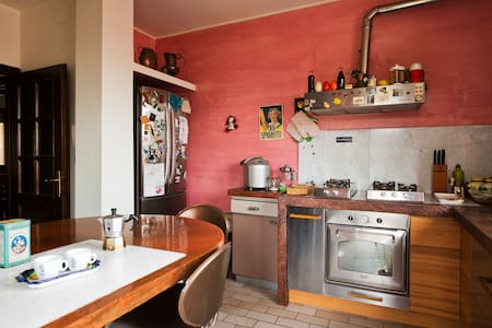 Room with double bed - Milan - Apartment