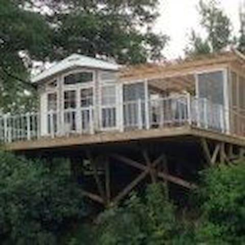 Waterfront Quailridge Cottage