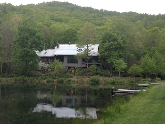 Lakeside to Porch-side - Black Mountain - Hus