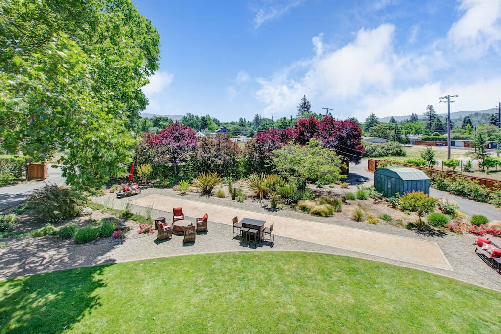 Bocce Ball Court, Fire Pit & Outdoor Grill!