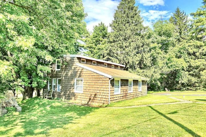 A Mountain Paradise Cottage w/ free parking & WiFi