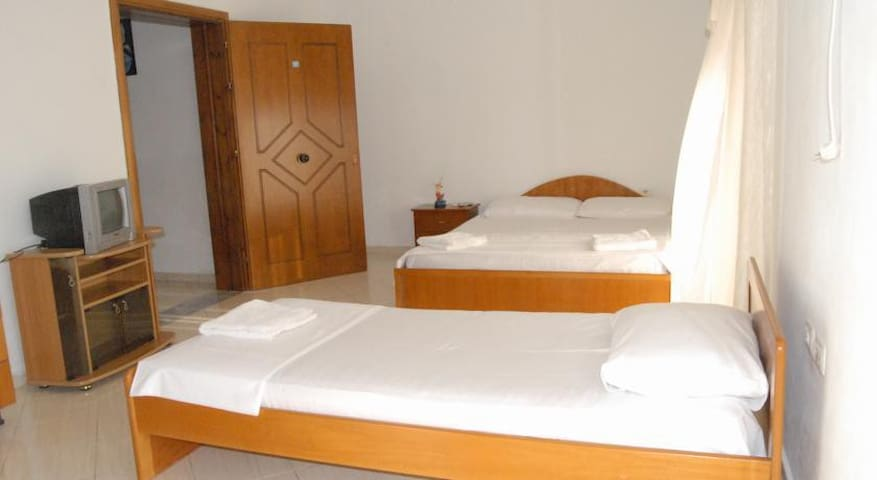 one bedroom with panoramic sea view - Sarandë - Bed & Breakfast