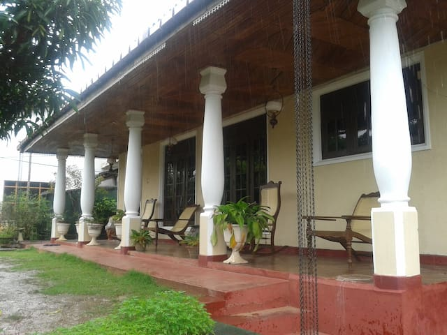 D Tours Home Stay - Kandy  - Hus
