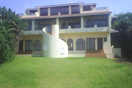 Villa Isabella - Beach House - KwaDukuza - Şehir evi