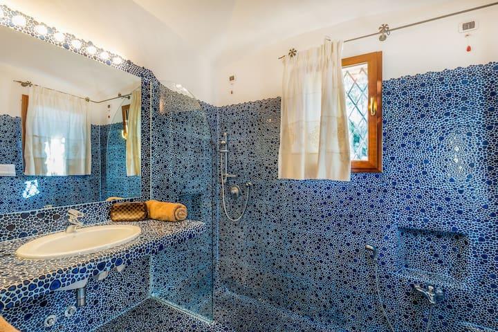 Bagno camera blu