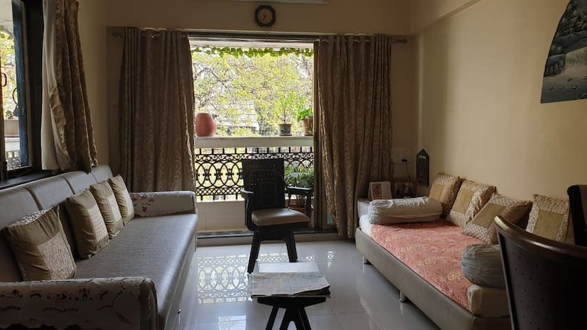 Warm and cosy apartment in South Central Mumbai