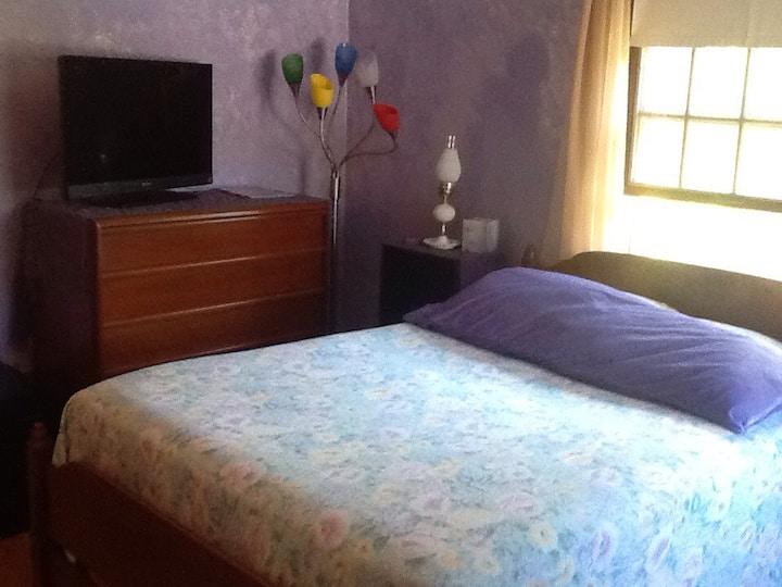 Queensbury (Full) Bed & Bath