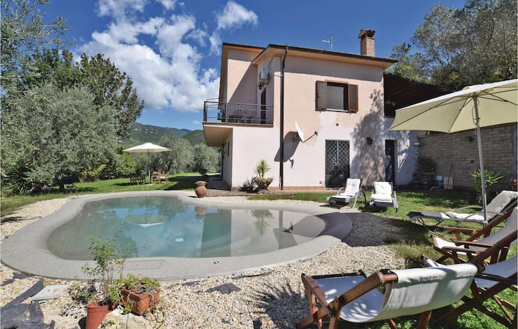 Holiday cottage with 3 bedrooms on 135 m² in Poggio Catino RI