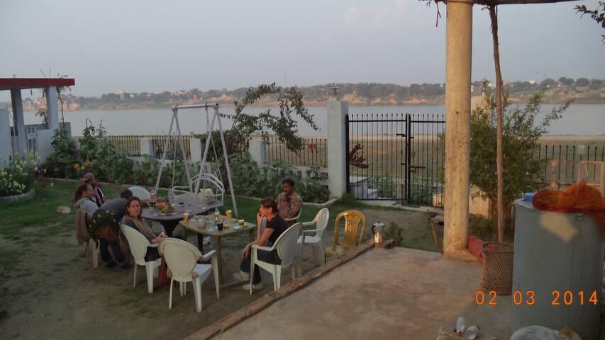 Lime -Villa on the Ganga Ghat INDIA - Varanasi