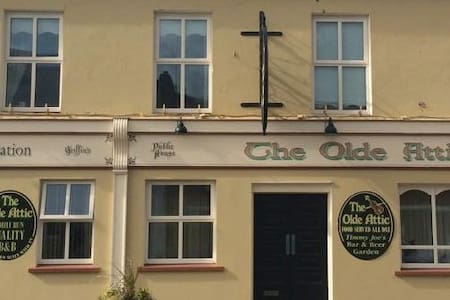 Centrally located B&B - Olde Attic - Ballybunion - Bed & Breakfast