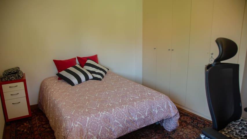 Increíble habitación con baño privado cerca a BCN.