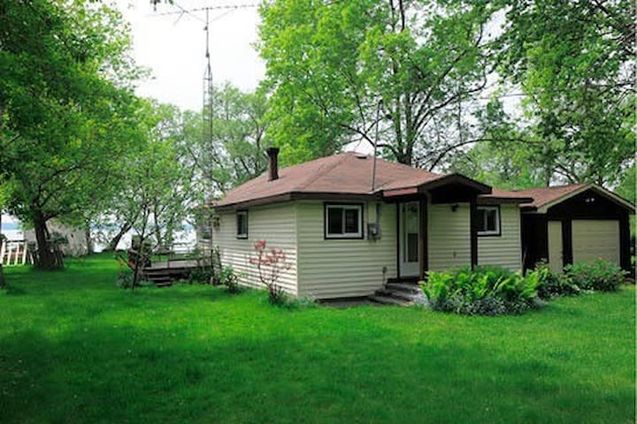 Lake Couchiching Waterfront Cottage - Orillia - Casa de campo