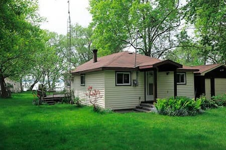 Lake Couchiching Waterfront Cottage - Orillia - Cabana