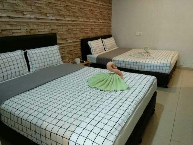 2Queen bed1toilet,Free Wifi&water BayuTinggi Klang