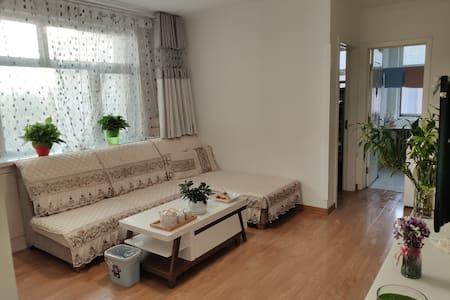 新城区简约独立两居室景观家庭房
