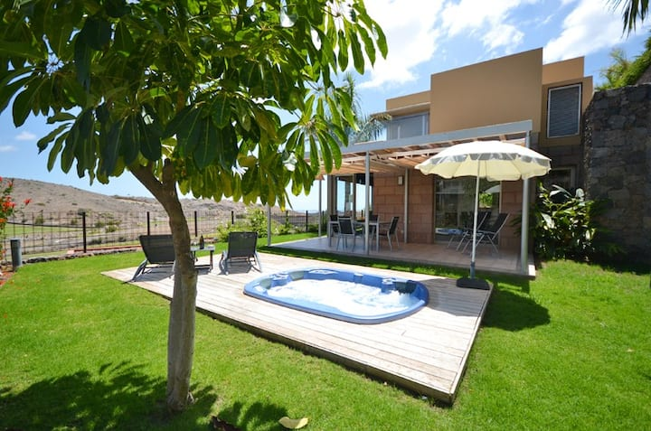 Beautiful villla with Jacuzzi