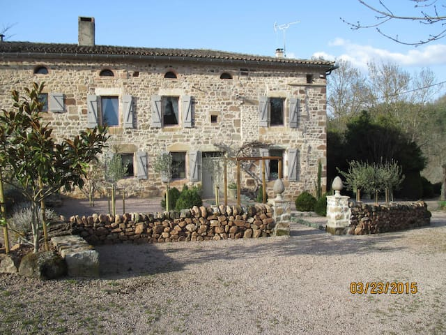 Luxurious Farmhouse magical setting - Sainte-Cécile-du-Cayrou - Bed & Breakfast