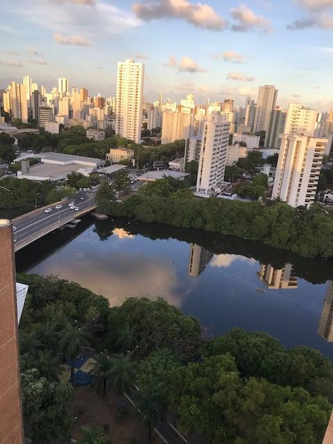 Flat na Avenida Beira Rio, 17º andar.
