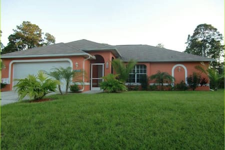 Villa Summertime-Beautiful pool home - Lehigh Acres