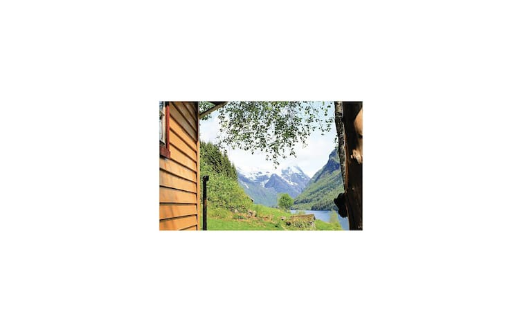 Holiday cottage with 3 bedrooms on 53 m² in Fjærland
