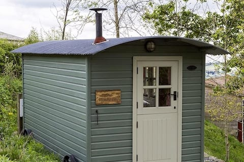 Shepherds Hut - Herdie Hut