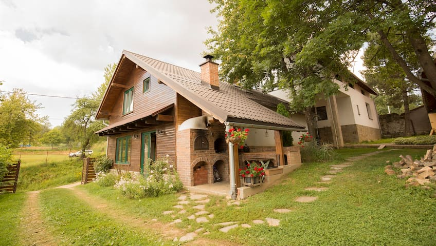 🏔Rustic cottage w/ large garden Near 3 Ape-10 min🚶♀️