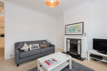 Entire Modern 2 bed flat in East Croydon - Croydon