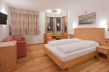Room with amazing view to Dolomiti - CAVARENO - Castle