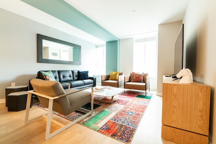Elegant 2BD in Center City High-Rise w/ Roof Deck