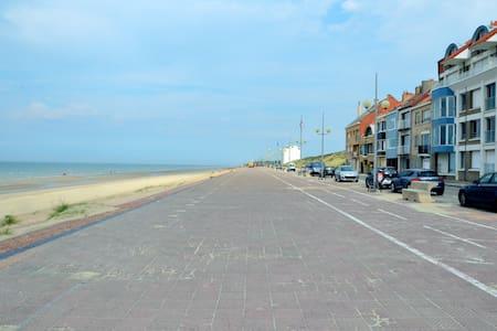 Cabine cosy entre mer et dunes