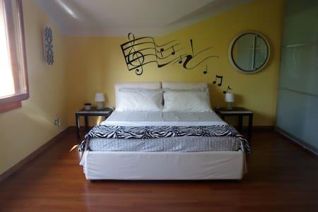 La collina di Ameral (Music Room) - Monzuno - Гестхаус