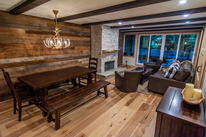 Brand New w/ Sauna: Heart of Village/Walk to Lifts