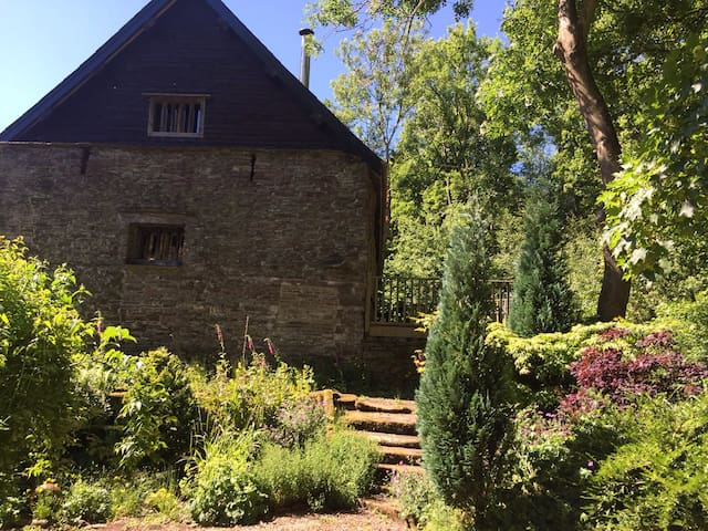 Brass Knoll Barn, Llanveynoe - Hereford - House