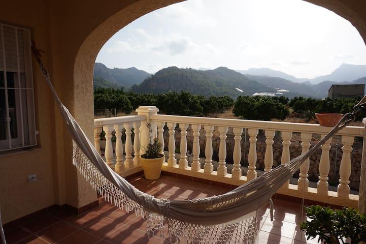 Casa en la montaña con bonitas vistas (Bolulla)