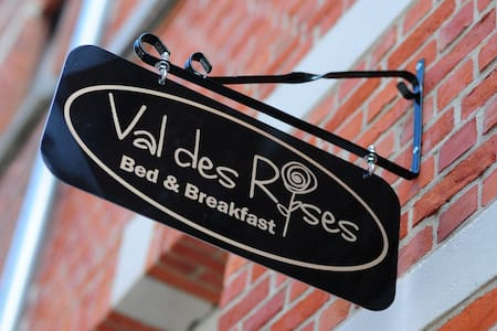 Brand new rooms in the heart of the center! - Brügge - Bed & Breakfast