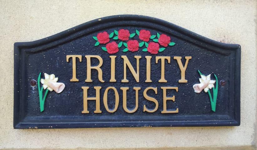 Trinity House, Penclawdd - Pen-clawdd - House