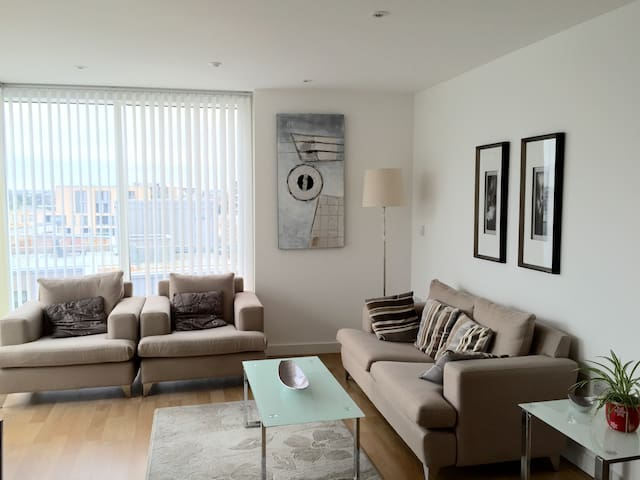 Bright flat with modern deco london flats for rent in london united kingdom - Deco moderne flat ...