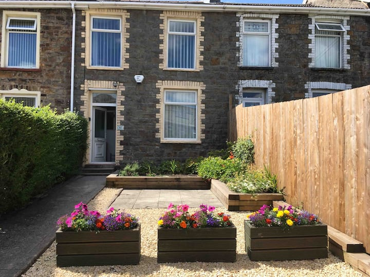 Rosie's Cottage - Two Bed Home in Ebbw Vale