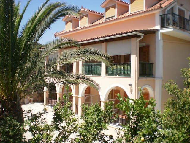 Loukas Inn Family Resort Studio 3 - Λίμνη Κερίου - Apartment