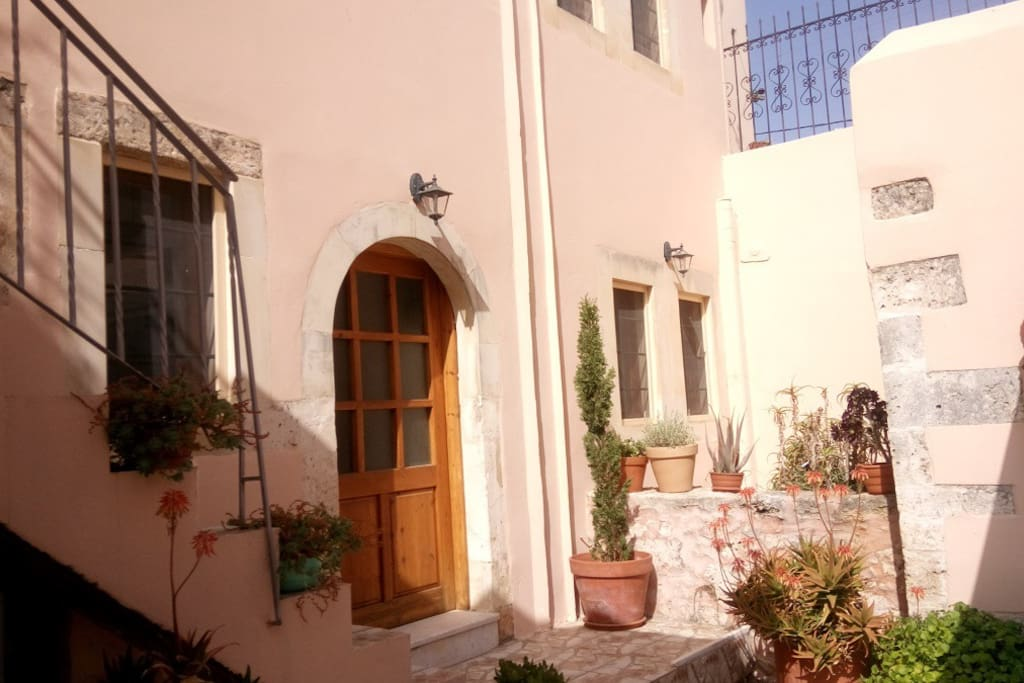 A beautiful traditional house, just renovated with internal yard, swimming pool and rooftop terrace! External view