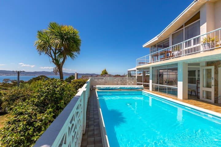 Aqua Retreat Apartment