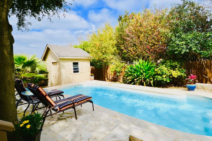 Top Sea World/Lackland Retreat w/ Private POOL!