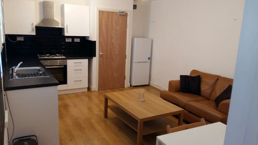 Modern 1 bedroom flat close to city - Cardiff - Apartment